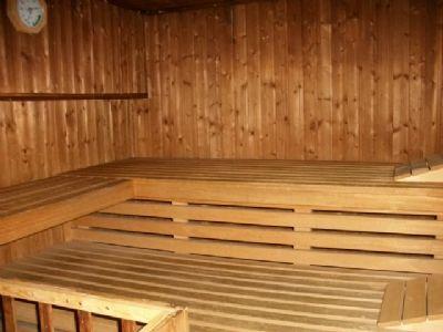 einziehen und sich wohlf hlen in unin he schwimmbad sauna. Black Bedroom Furniture Sets. Home Design Ideas
