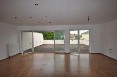 wohnen wie in einem haus mit gro er dachterrasse und unverbaubarem blick ins gr ne 90587. Black Bedroom Furniture Sets. Home Design Ideas