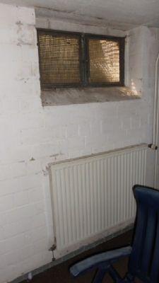 Kellerräume teilweise mit Heizkörper