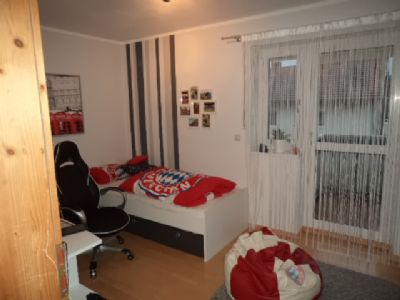 wohnung in freistehendem haus mit garten und garage und. Black Bedroom Furniture Sets. Home Design Ideas