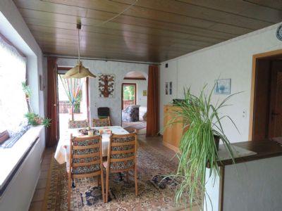 Blick von der Küche in den Essbereich