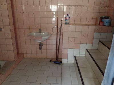 Duschbad u Treppe zur Wohnküche ...