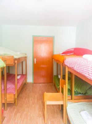 Zimmer f. 8 Person ansich Tür(1)