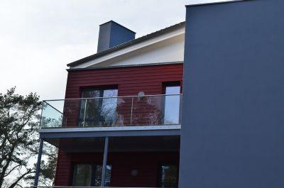 sonniger Balkon mit Meerblick