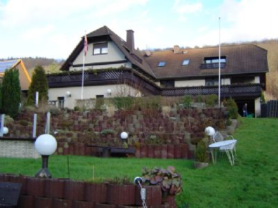 Apartment-Anlage vom Garten aus