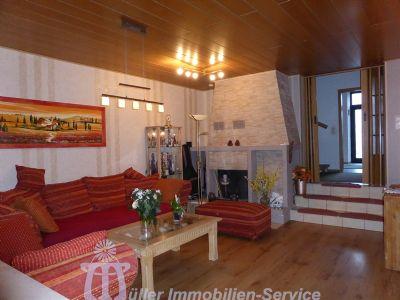 Wohn-Eßzimmer mit offenem Kamin