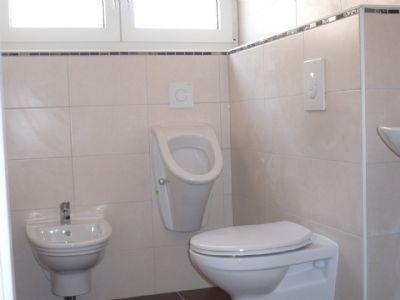 Bad Nr. 2 im 1.OG mit Bidet und Urinal