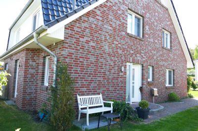 Nahe Stadtwald: Neuwertige DHH mit Ausbaureserve, großer Wohn-/Essbereich mit Kaminofen, Wohnküche, Vollbad mit Fenster