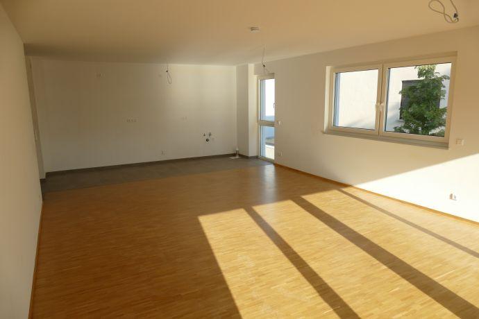 Neubau-Erstbezug-Wohnung mit Balkon in 3-Fam-Haus in ruhiger Wohnlage