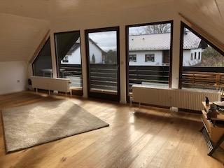 ruhiges Landleben in hübscher DG-Wohnung mit Balkon