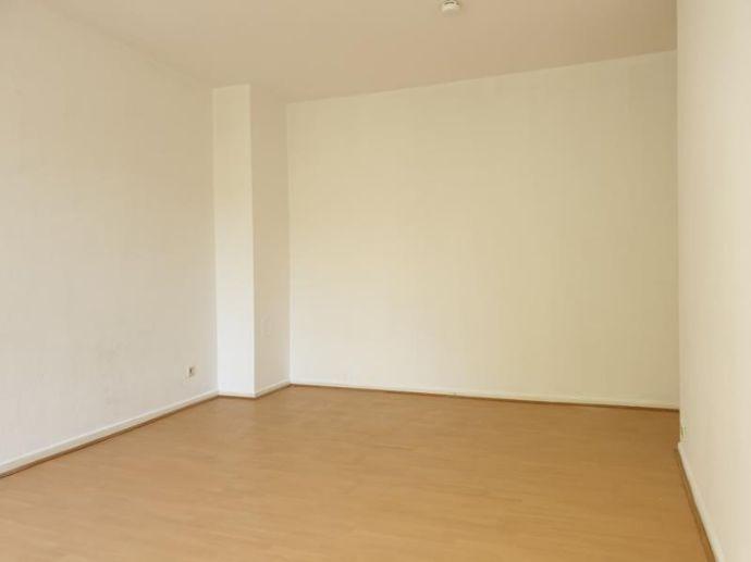 Schöne helle renovierte 2 1/2 Zimmer Wohnung mit Balkon in Bremen-Neustadt gerne auch als WG