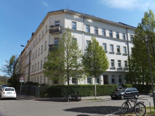 Geräumige, helle 2-Z-Wohnung mit EBK, Gäste-WC und Balkon