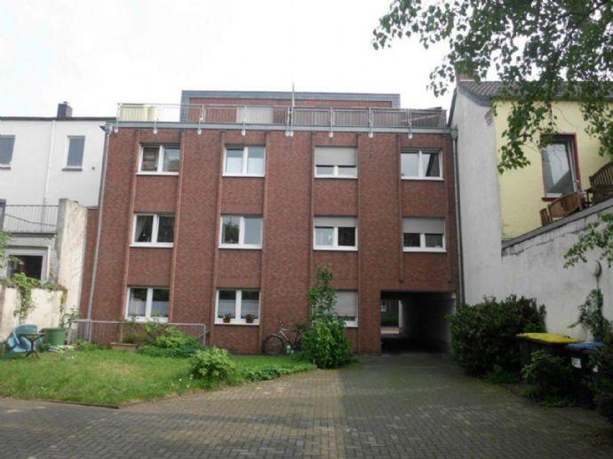 schöne 2,5 Zi. DG-Wohnung mit Einbauküche, Balkon und Dachterrasse
