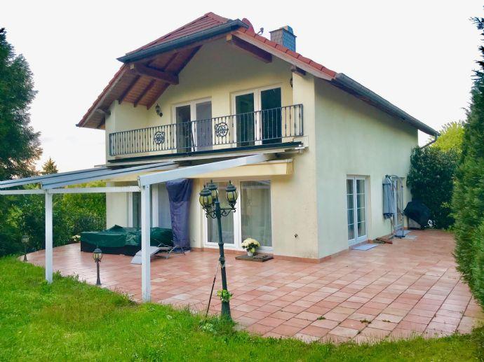 Neuwertiges, modernes Einfamilienhaus in idyllischer Landschaft in Frankreich