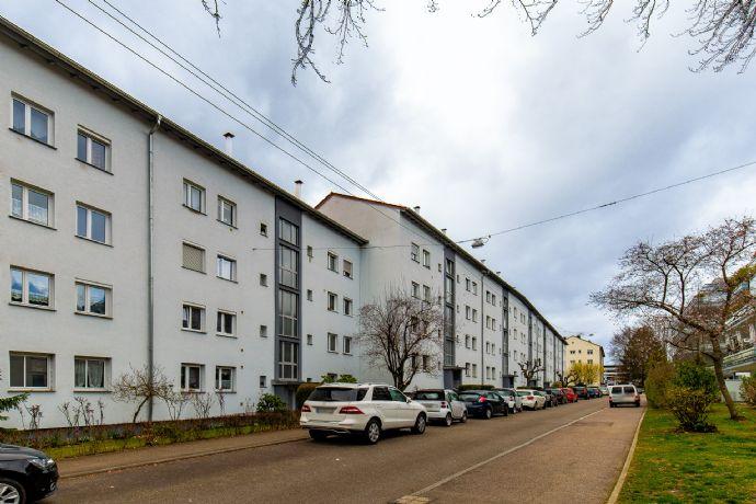 Gepflegte 2,5 Zimmer Wohnung mit EBK, Balkon in Stuttgart-Degerloch