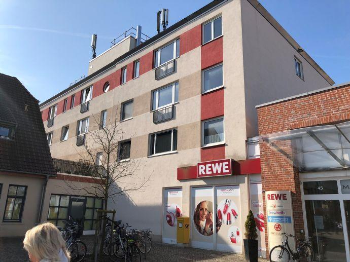 Mit 2 Bädern: Großzügige 4-Zimmer Wohnung mit Balkon