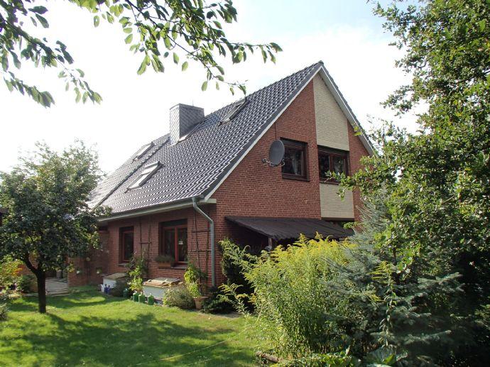 schönes, gepflegtes und modernisiertes Zweifamilienhaus mit Nebengebäuden u. Außenpool auf herrlichem Grundstück in Westergellersen