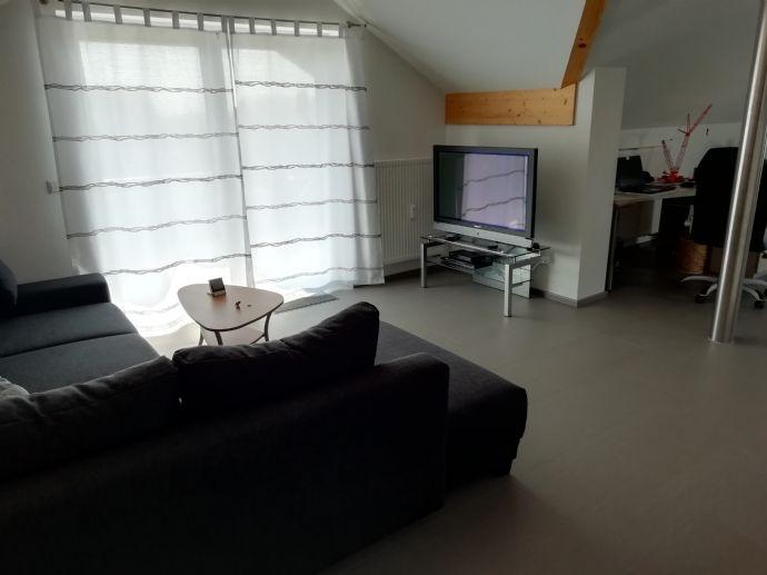 Schöne, helle 2 Zimmer DG- Wohnung