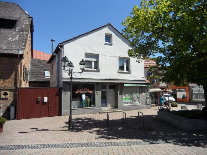 Freistehendes Geschäftshaus mit zusätzlicher Wohnung im Zentrum von Rockenhausen