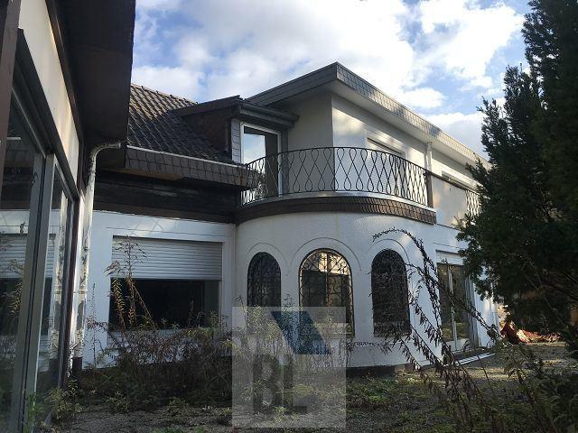 Renovierungsbedürftige Villa mit unzähligen Gestaltungsmöglichkeiten direkt am Waldrand.