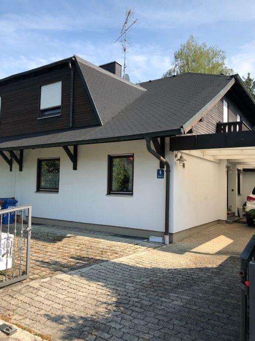 Ruhige Wohnlage am Waldrand im Münchener Osten, Provisionsfrei, Rehe am GartenzaunWalmdach-Doppelhaushälfte in Trudering.