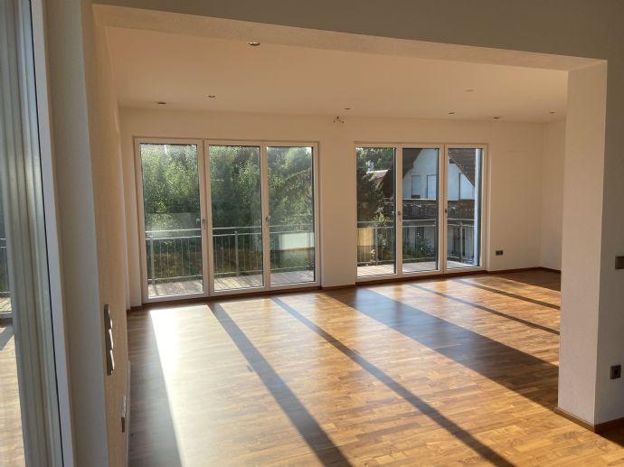 Geschmackvolle 4-Raum-Wohnung mit Sunset-Balkon und Einbauküche in Marzling