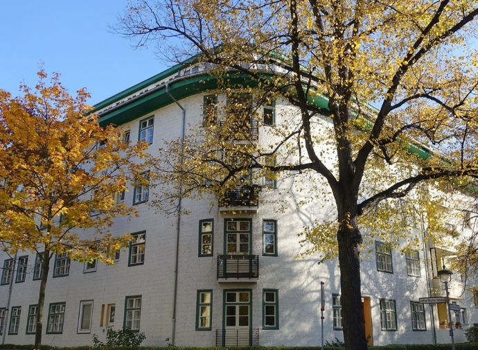 2,2 % Rendite vermietetes Dachgeschoss Nähe Lauenburger Platz