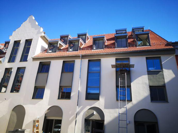 Hochwertige Maisonetten-Wohnung mit Stellplätzen zu vermieten