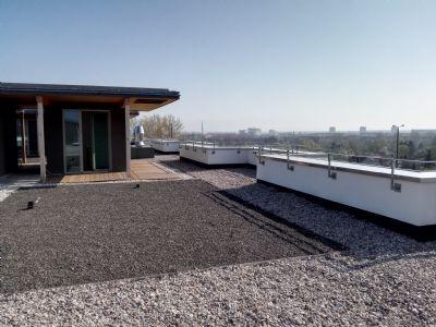 Topausgestattete Wohnung mit sonniger, großer Dachterrasse !!!