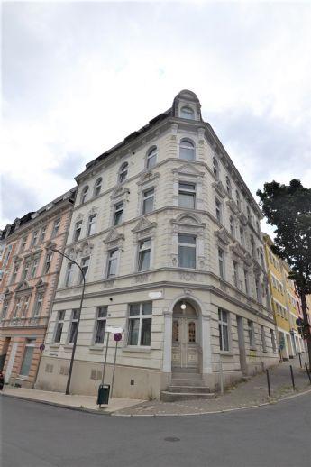 IMWRC – RESERVIERT! Markantes 8-Parteien-Eckhaus mit Schmuckfassade in beliebter Lage von Elberfeld!