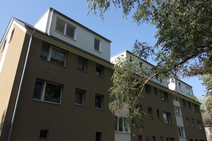 Dachgeschosswohnung mit modernem Badezimmer in Düsseldorf / Hassels Erstbezug** 2 -Zimmer