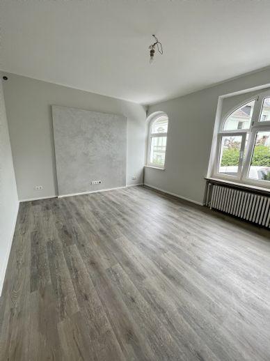 Stadtzentrale sanierte Wohnung am Loher Wäldchen mit Küche zu vermieten !