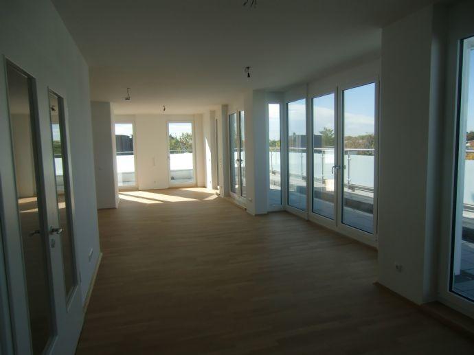 Sonnige 3-Zi.-DG-Terrassenwohnung, 158 qm, Erstbezug, Schwimmbad / Sauna im Haus