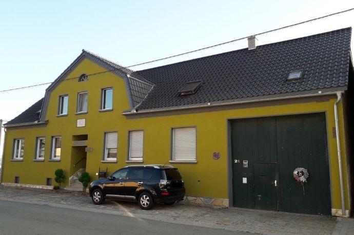 Großes Wohnhaus mit Vierseitenhof und PV-Anlage, Holzvergaser und Solarthermie