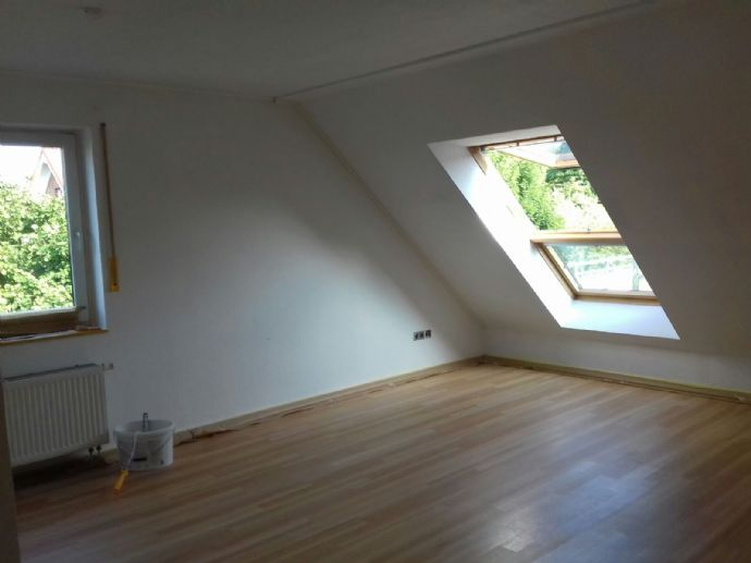 Helle Maisonette-Wohnung mit 3 Zimmern, Einbauküche und großem Balkon