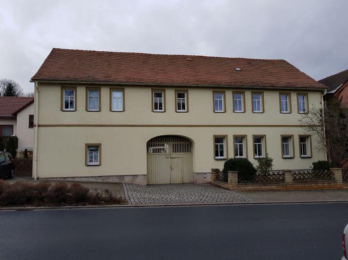 Zwei Wohnungen im sanierten Bauernhaus, reichlich Nebengelass und großem Garten