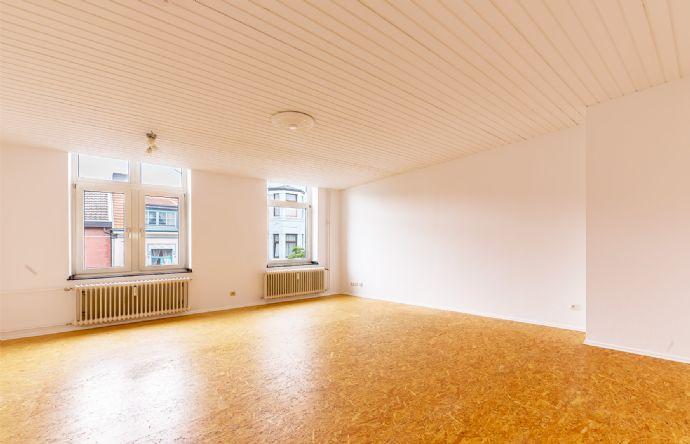 Herzogenrath: Klassische Altbauwohnung mit Einbauküche zu vermieten! Zentral gelegen!