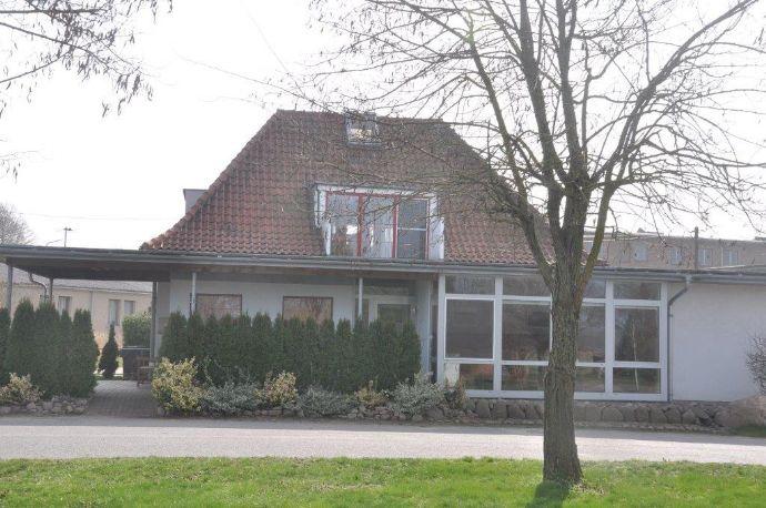 Einfamilienhaus mit Einliegerwohnung und Gaststätte am Rande des Naturparks von Gützkow
