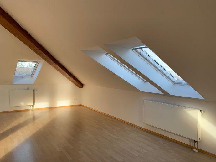 Schöne 2-Zimmer-Dachgeschosswohnung mit wundervoller Dachterrasse