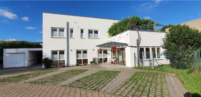 Neuwertiges Wohn- und Geschäftshaus mit