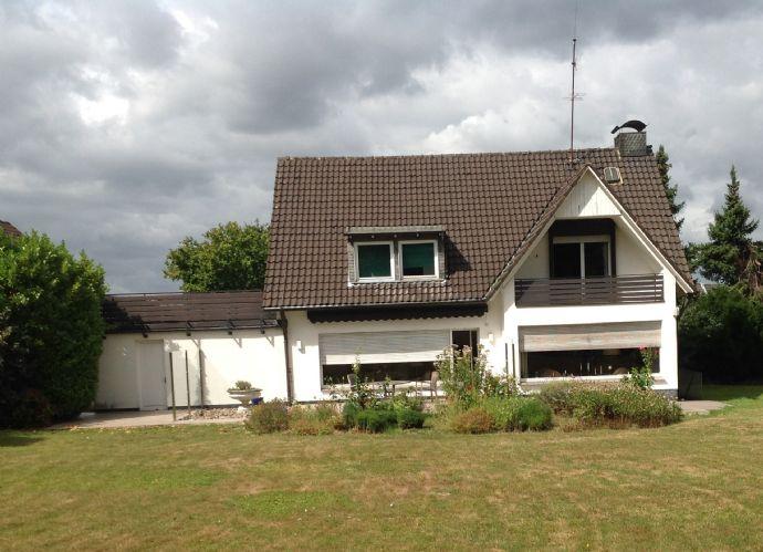 Großzügiges Einfamilienhaus mit ca. 3000 m² Grundstück