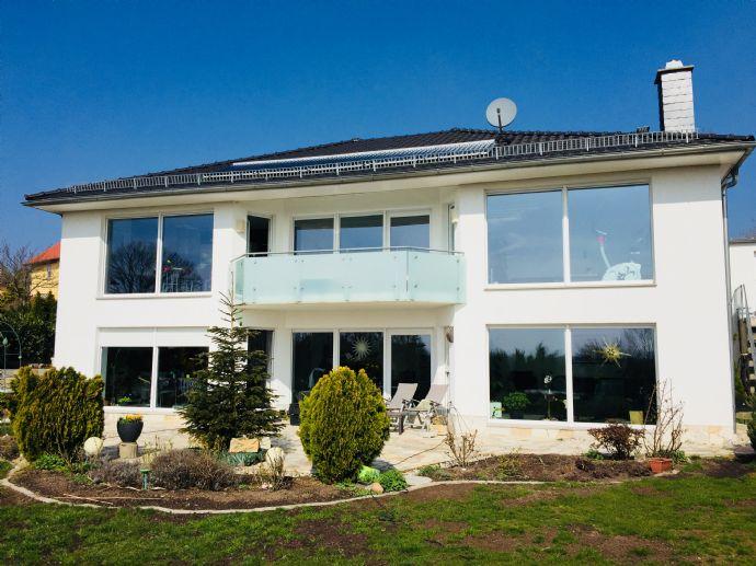 im Zweifamilienhaus mit wunderschöner Aussicht mit hochwertiger EBK