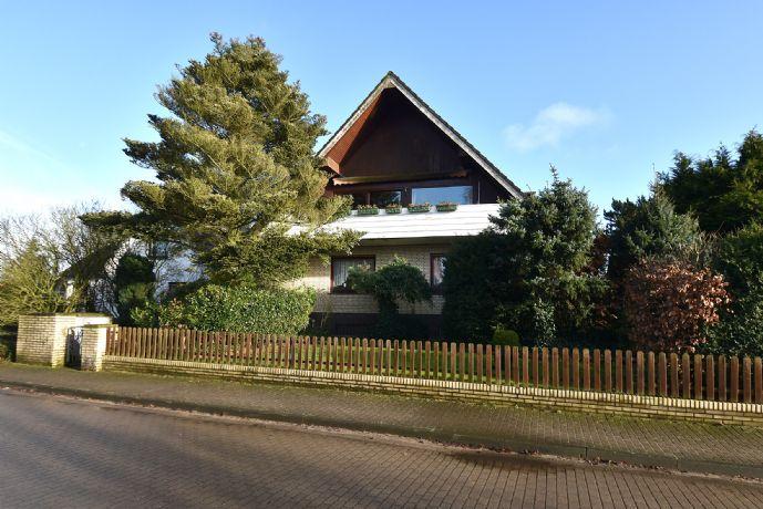 Schon jetzt: habe Käufercourtageâ großes Haus mit Vollkeller und Doppelgarage