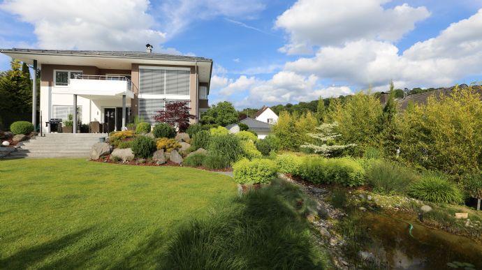 Wohnen, wo andere Urlaub machen -- Topmoderne, luxuriöse Taunus-Villa - wie Erstbezug - Verkäufer trägt Provision