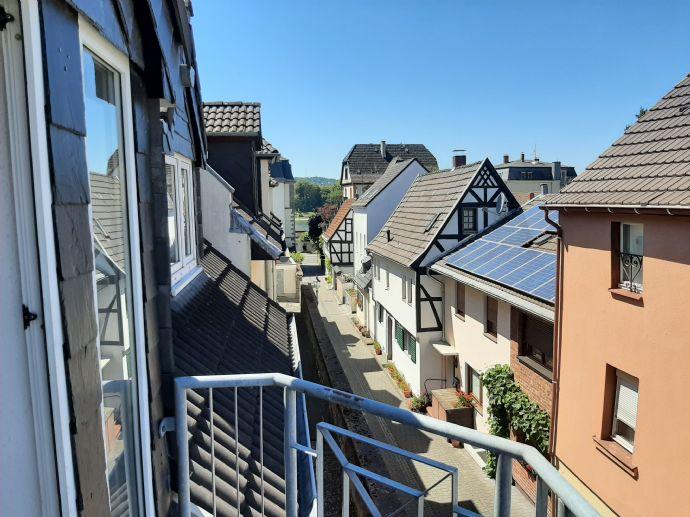 Neu renovierte 3-Zimmer Wohnung mit 2 Balkonen in Königswinter