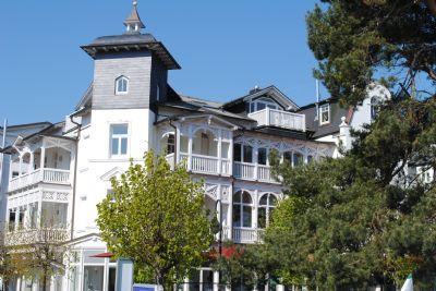 Villa Aegir - App. 6 mit Meerblickbalkon, direkt an der Binzer Strandpromenade, Sauna, Lift, Tiefgarage, WLAN