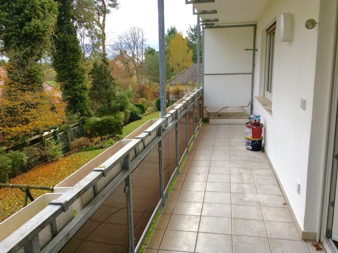 Behringersdorf: Lichtdurchflutete, hochwertig renovierte Räume mit zwei Balkonen warten auf Sie...