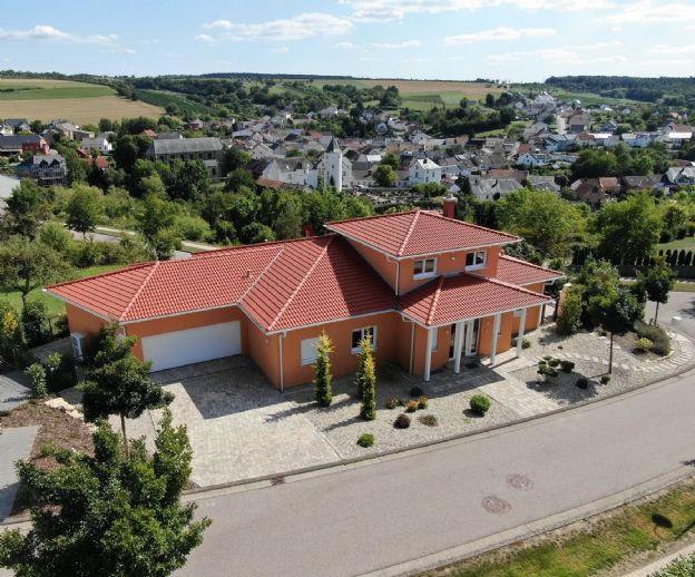 Mediterranes Einfamilienhaus mit Doppelgarage in Wincheringen,
