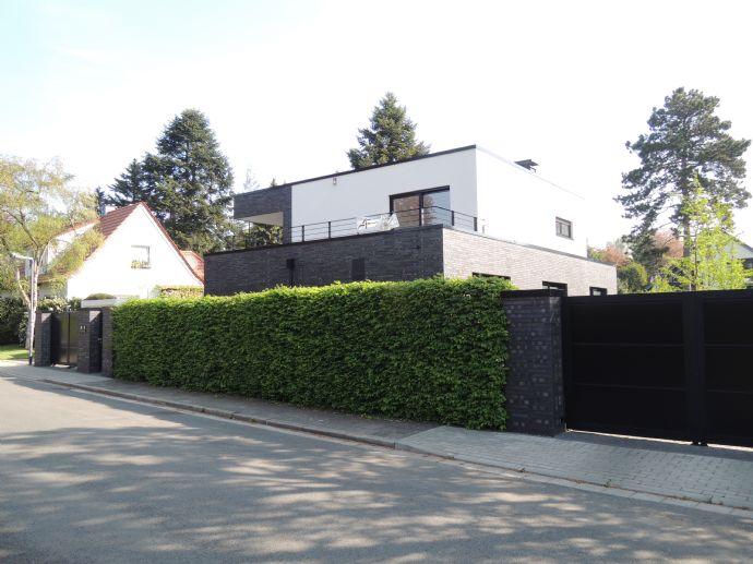 + PROVISIONSFREI + Einzugsbereite Neubau-Villa - außergewöhnliche Architektur - luxuriöse Ausstattung - beste, ruhige Lage in Moers-Kapellen