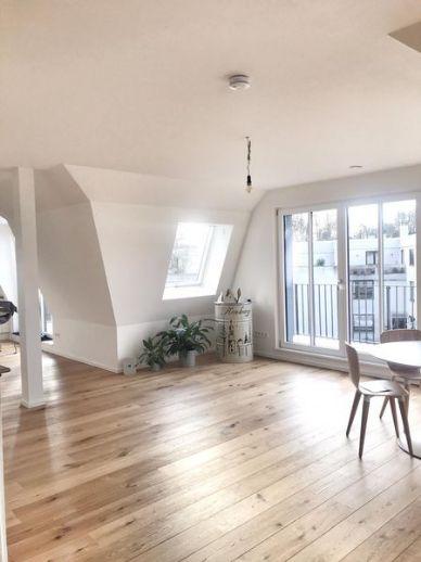 Helle Dachgeschosswohnung mit 2,5 Zimmern befristet für 1 Jahr zu vermieten